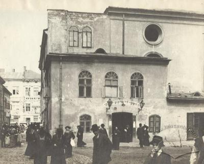 People near The Great Suburb Synagogue
