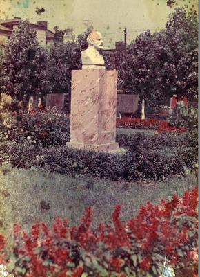 Lenin's Bust at The Wine Factory