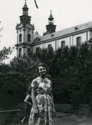 Woman against the background of the organ music hall