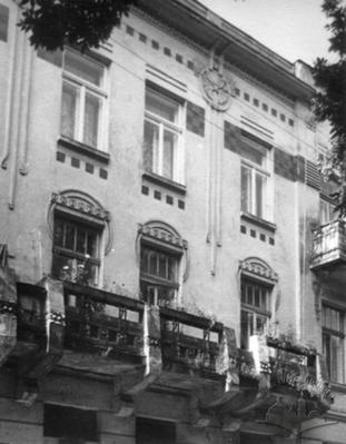 Building at 8 Akad. Bohomoltsia St. Part of its principal façade