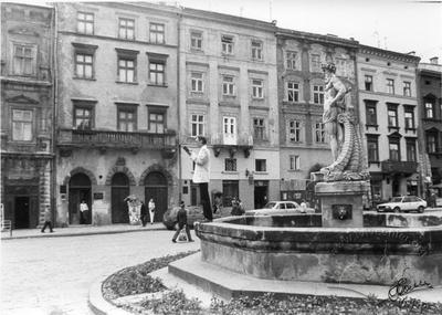 Fountain of Neptune at Rynok Square