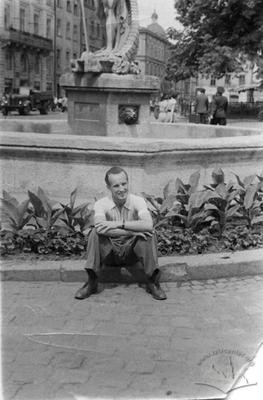 A man nearby fountain