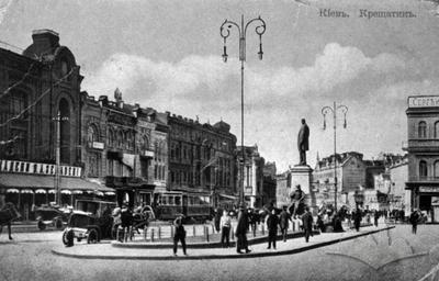 The monument to Stolypin in Kyiv in front of the Semadeni café