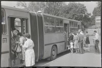 Невпорядкована автобусна зупинка