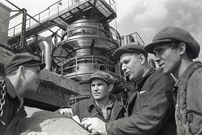 """Будівництво установки знекремнювання чавуна на заводі """"Азовсталь"""""""