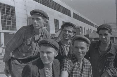 Брати Янчуки на будівництві Стану 1700