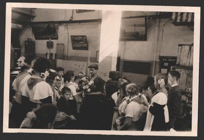 Школярі на заводі