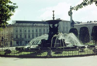 Fountain on Mitskevycha square